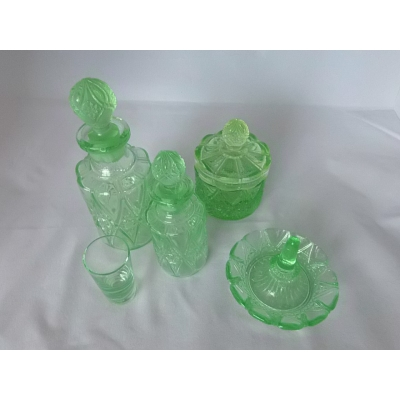 Antiek uranium glas